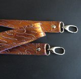 Schouderband echt metalic leer in 4 lengtes met nikkel of messing musketons_