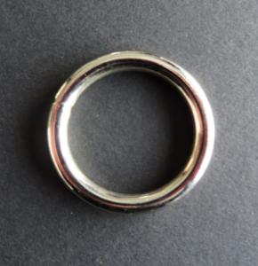 Ring 39 mm doorgang 30 mm. Geschikt voor 3 cm breed band
