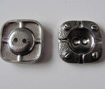 Zilverkleurige bewerkte knoop 2,5 cm