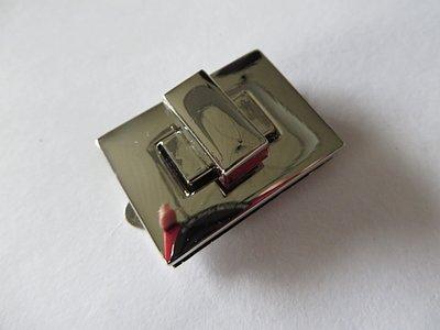 Tasslot  4 cm. hoogglans nikkel