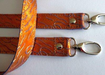 Schouderband echt metalic leer in 4 lengtes met nikkel of messing musketons