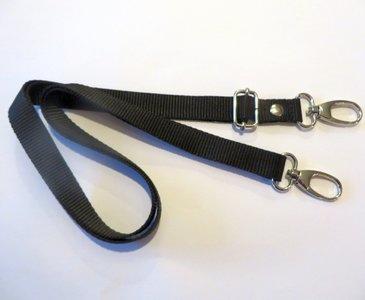 Schouderband van stevig tassenband verstelbaar van 85 cm tot 150 cm en 2 cm breed