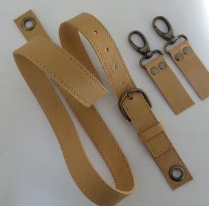 Leren verstelbare schouderband met musketonset in meerdere kleuren in brons nikkel of messing