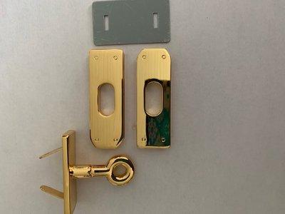 Tasslot  goudkleurig 5 cm x 1,5 cm Nieuw Voor een tas met klep waarover een extra band zit.